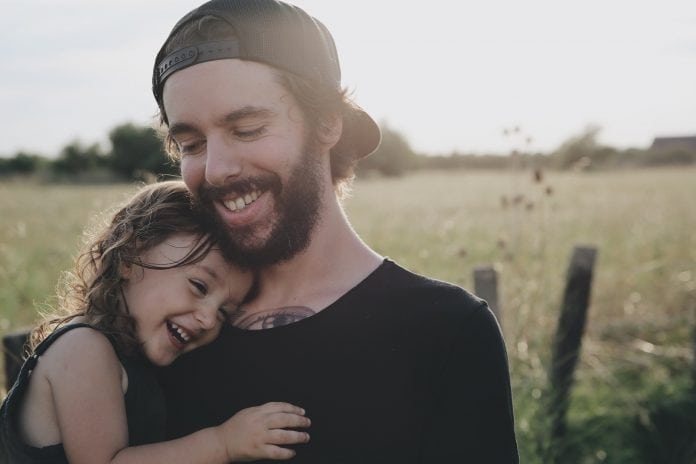 dovod-na-usmev-dievcatko-s-otcom-